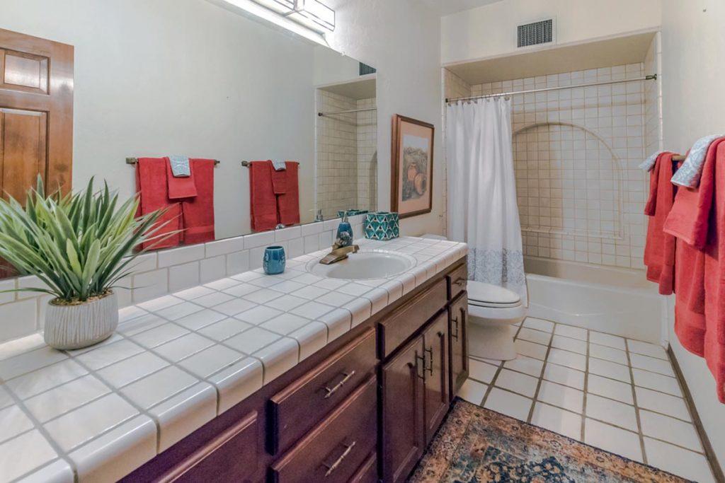 Placita Del Pajaro full bathroom