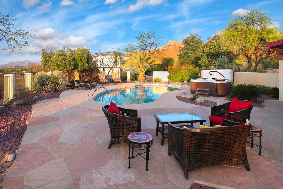 vacation rental in tucson az overlooking pool and Catalina Mountains