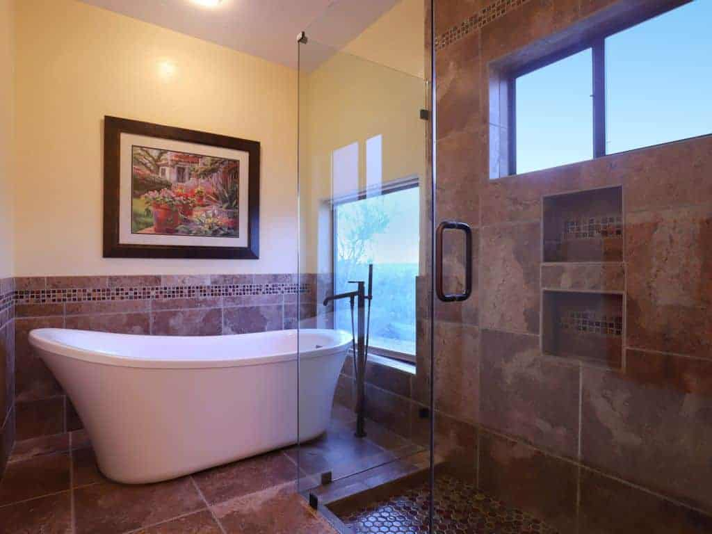 Auta Place Master bath tub