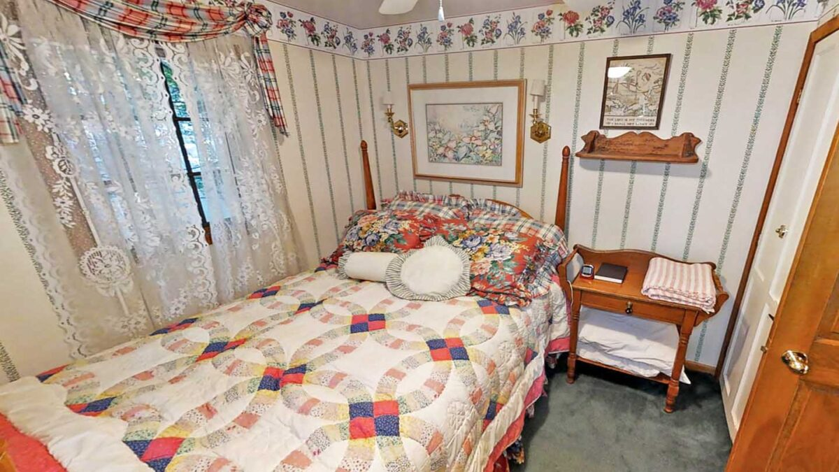 Big Trout Lake Cottage bedroom