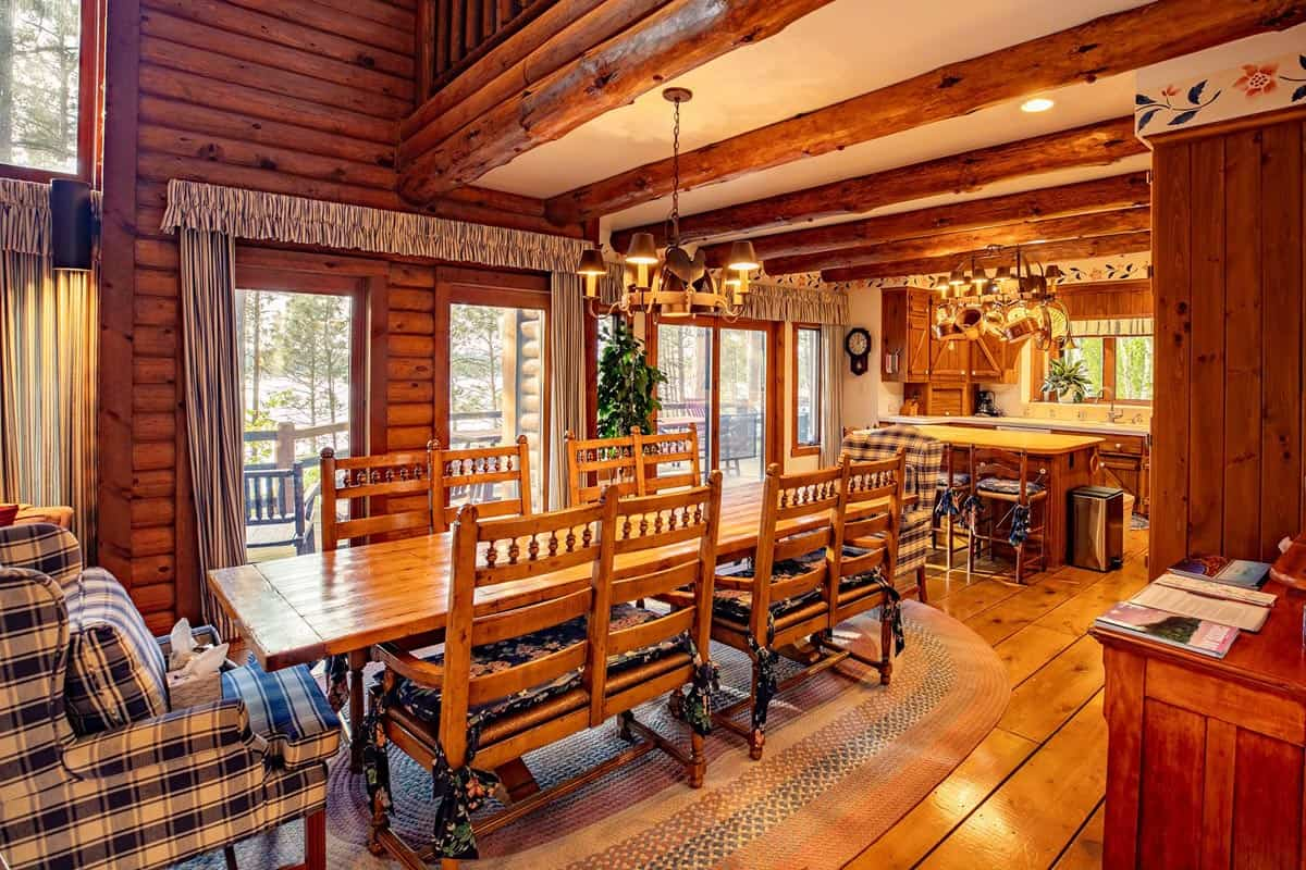 Big Trout Lake Lodge dining table2